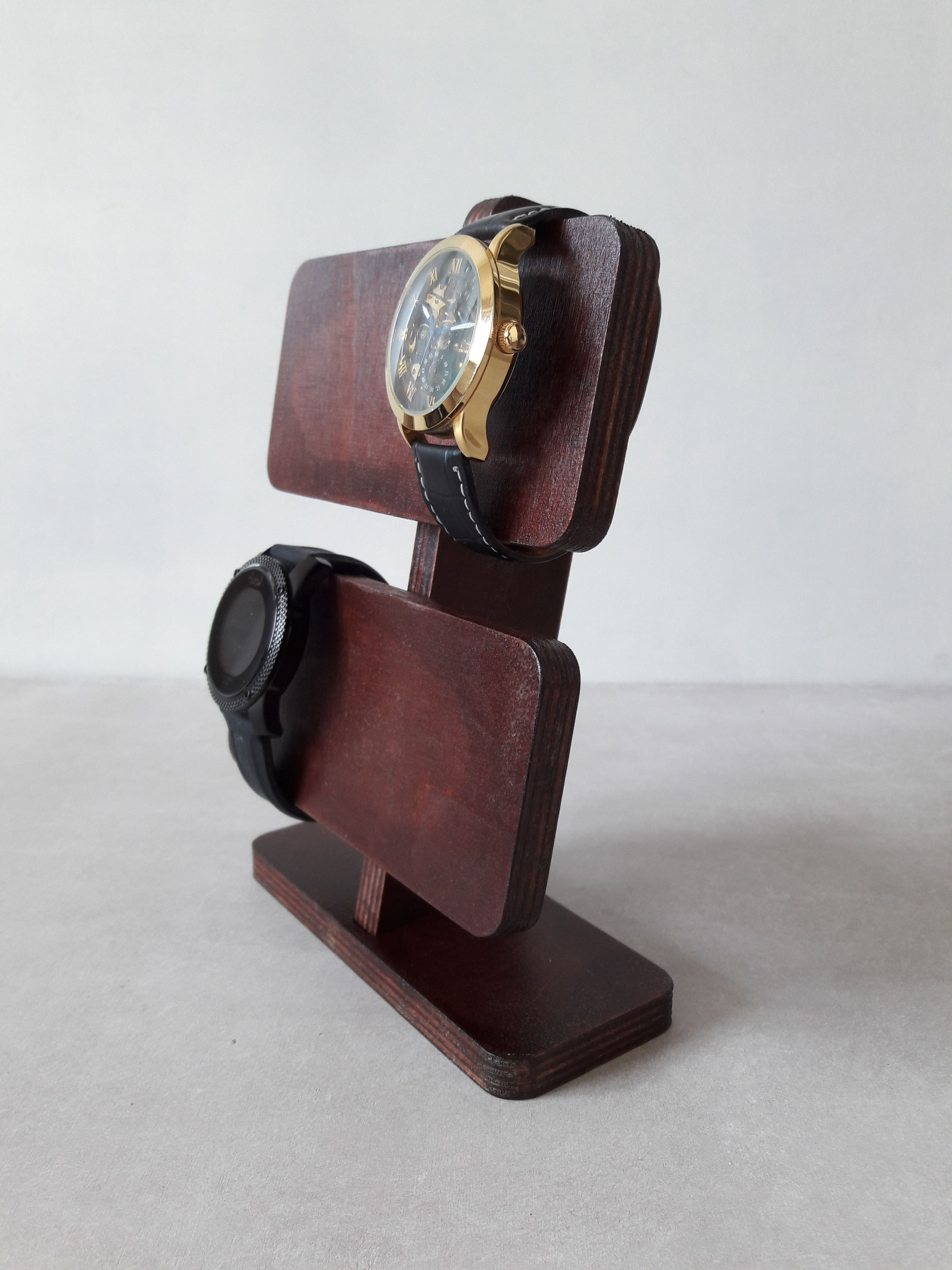 Stylish Watch Display For All Your Family