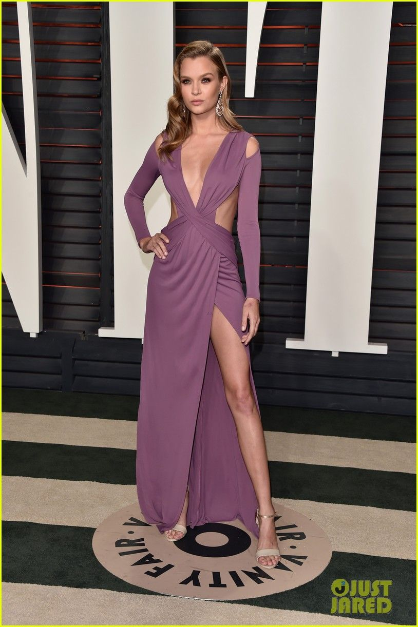 Hailey Clauson Shows Off Her Sports Illustrated Figure at Oscars ...