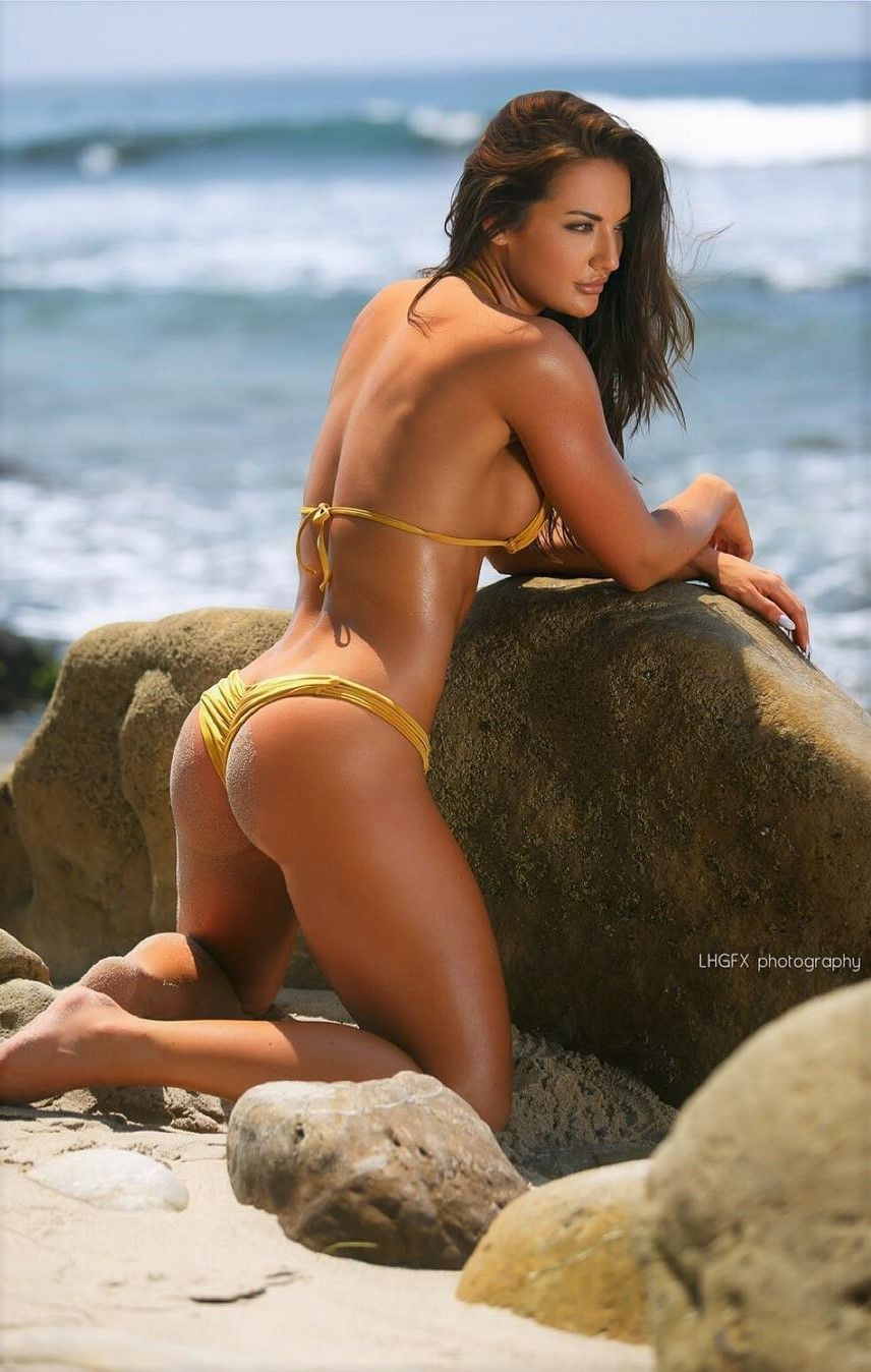 A website dedicated to the appreciation of the fit and sexy female form.  Feel free to submit your.