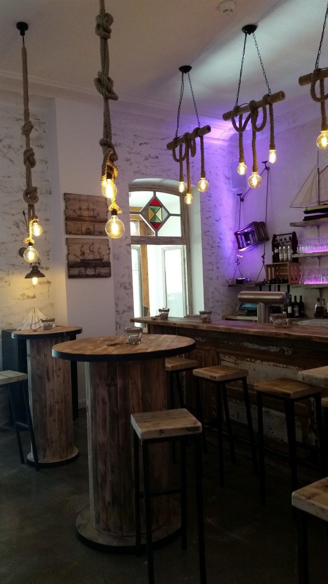 Bar Lounge Design An einer richtig schönen Bar etwas zu Trinken ...