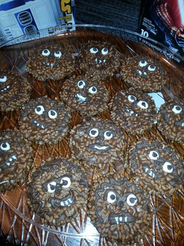 Wookie Cookie - star crunch little debbie with face    looks