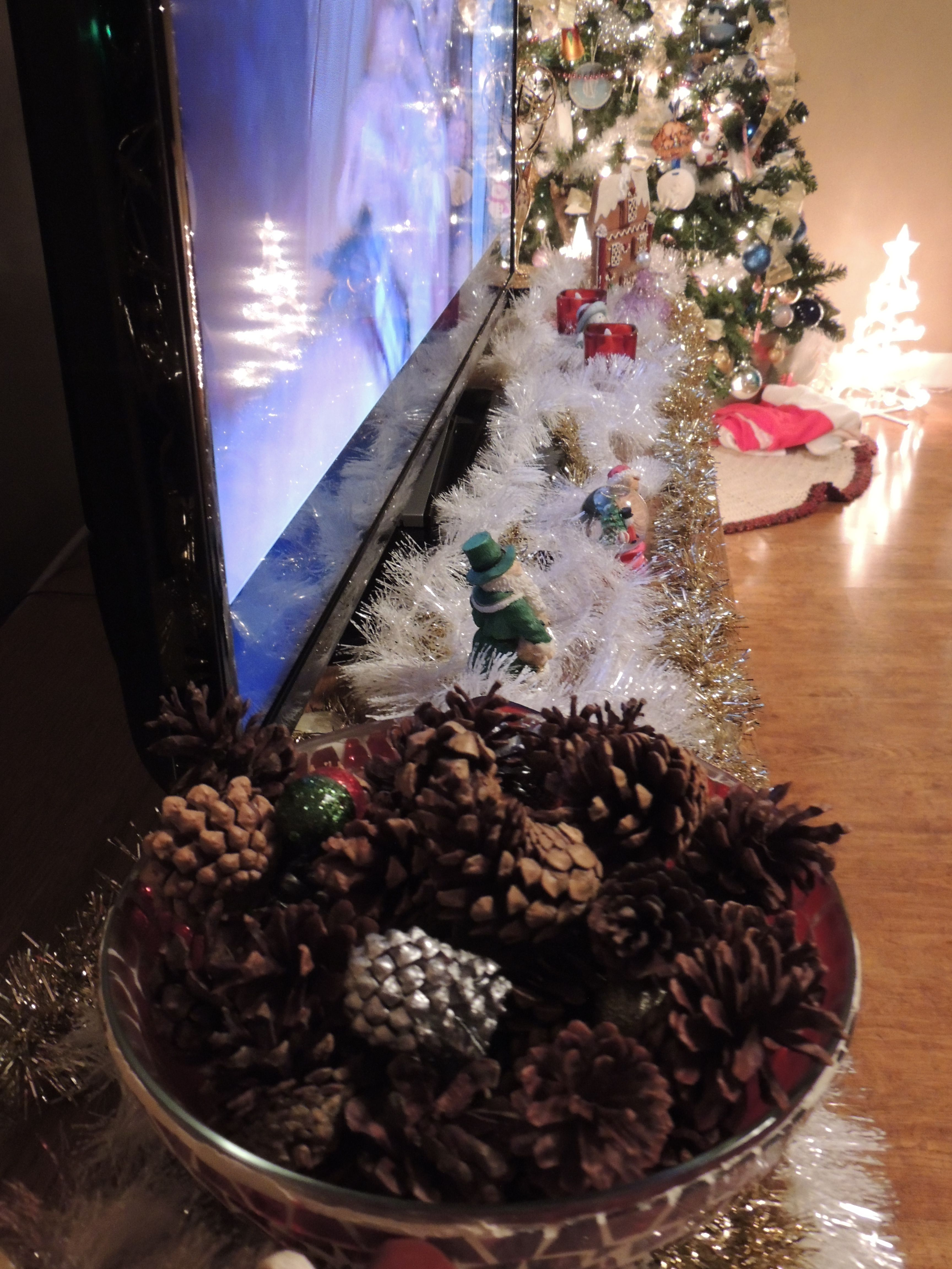 Pinecones, tinsel, battery candles and other Christmas