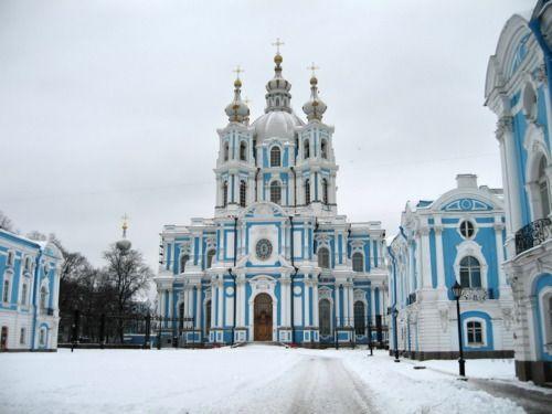 Smolney Cathedral, St Petersburg    Designed by Francesco Bartolomeo Rastrelli, 1748-1764    Photo by Yustas