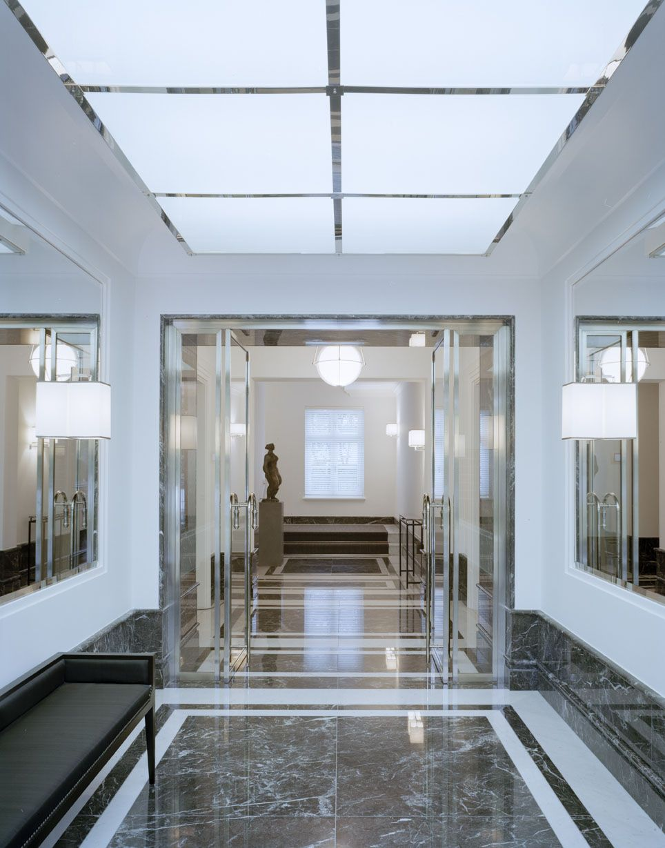 naturstein und marmor veredeln den boden spiegel vergr ern optisch das entr e im haus. Black Bedroom Furniture Sets. Home Design Ideas