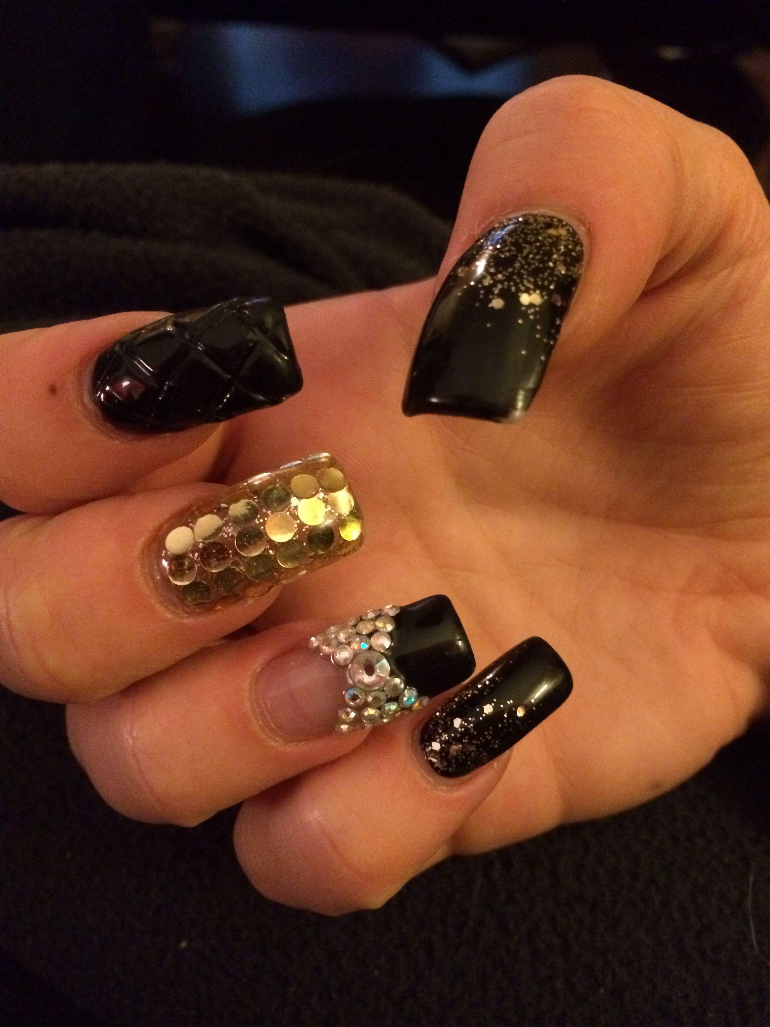 Vi Nail Art Design East Haven Ct Black Gold Nail Design Black Gold Nails Gold Nail Designs Nail Designs