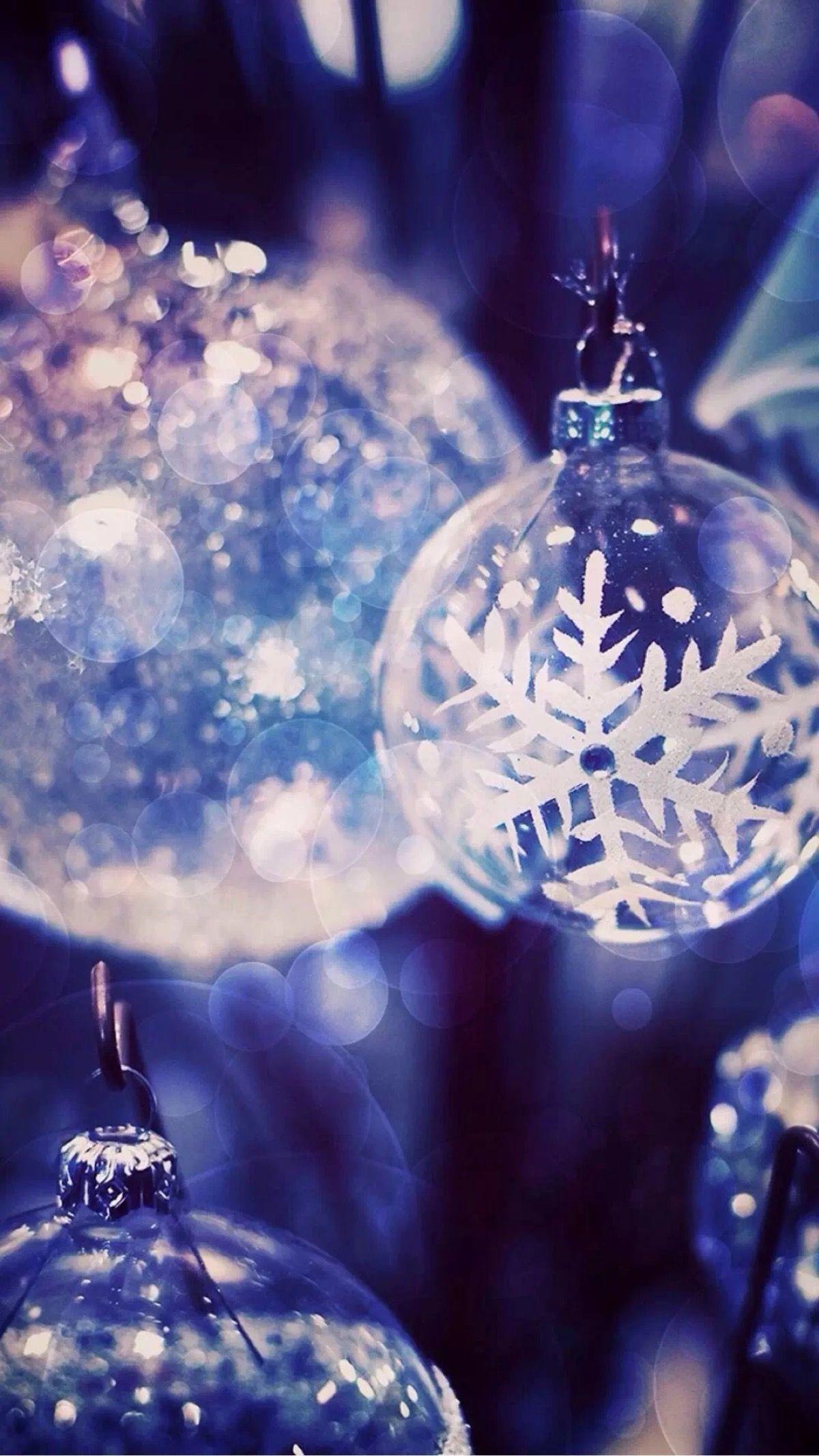 Sfondi Natalizi Per Iphone.Fiocchi Di Neve Sulle Palline Di Natale Sfondo Natalizio Sfondi Iphone Sfondo Iphone