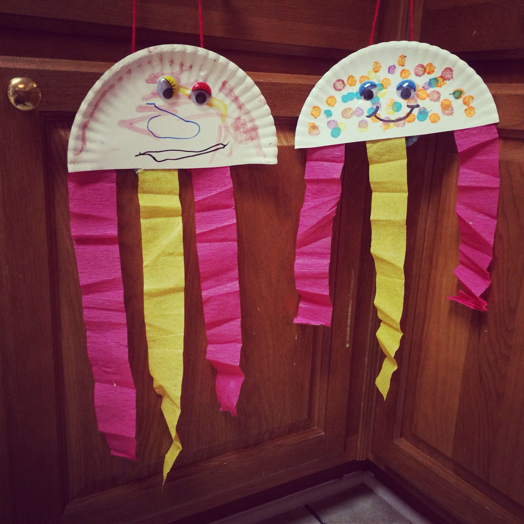 J Is For Jellyfish Create Jellyfish From Paper Plates And Crepe Paper Great Activity For