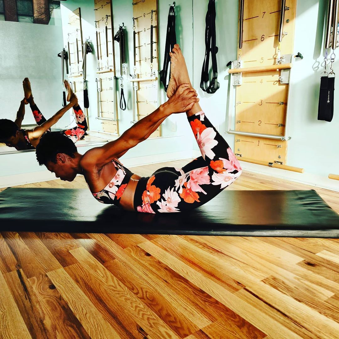 Rocking into the weekend like 🔥🔥🔥🔥🔥 Have a a rockin day everyone.  #blessed #forwardandback #studio #love #passion #anotherday #life #believe #strength #believe #do #workout #pilates #blackgirlpilates #melanin #power #women #body
