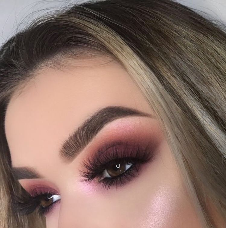Amazing eye makeup ideas for fall - Sexy eye makeup to try, and burgundy autumn makeup ideas to try , glitter eye makeup
