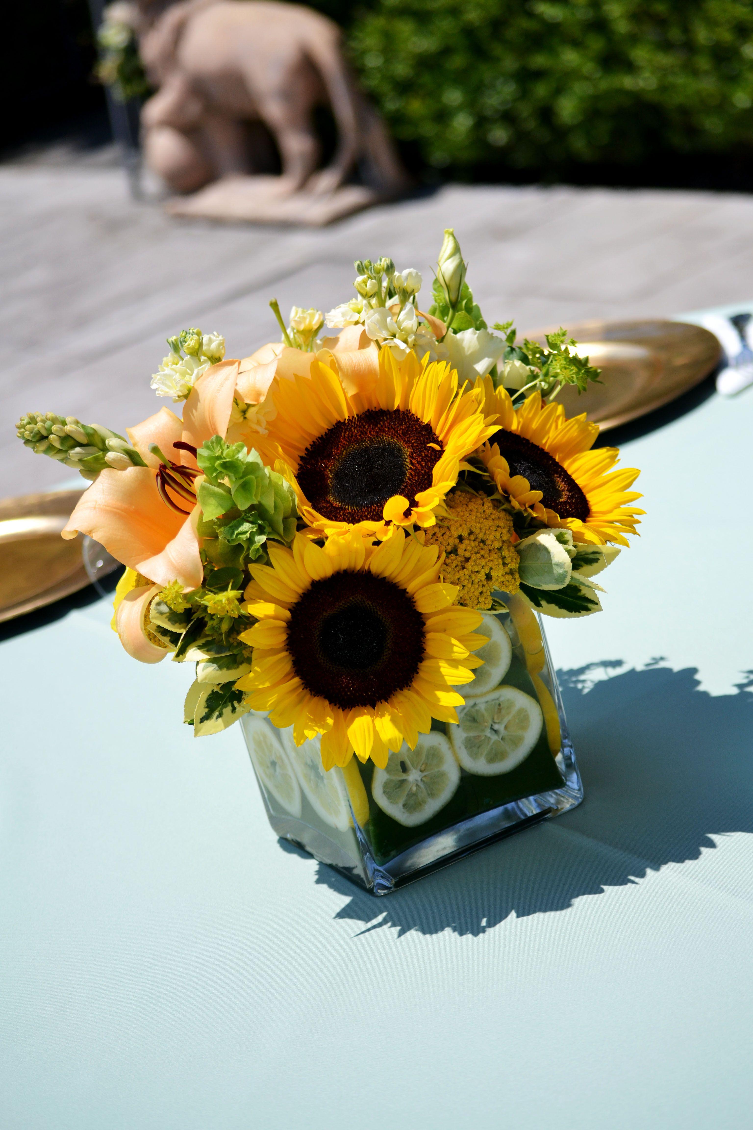Pin By Eren Villa Deleon On Party Ideas Sunflower Centerpieces Sunflower Arrangements Sunflower Table Centerpieces