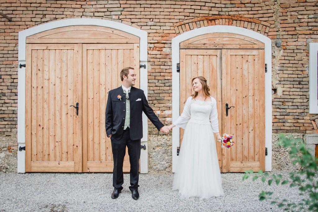 Brautpaarshooting Am Bauernhof Marapilzfotografie Barnwedding Weddingphotoinspiration Hochzeitsfotoide Hochzeitsfotograf Regen Hochzeit Hochzeitsfotografie
