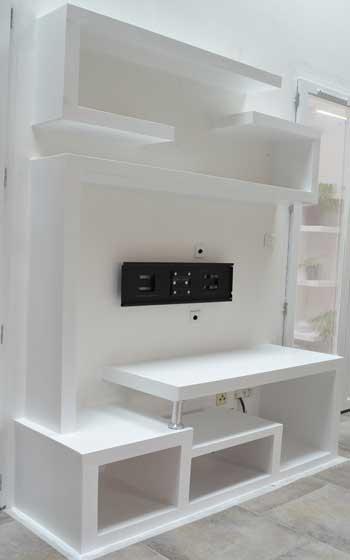 Herstellung Eines Tv Stander In 2020 Wohnzimmerentwurfe Kleiderschrank Fur Dachschrage Haus Und Heim