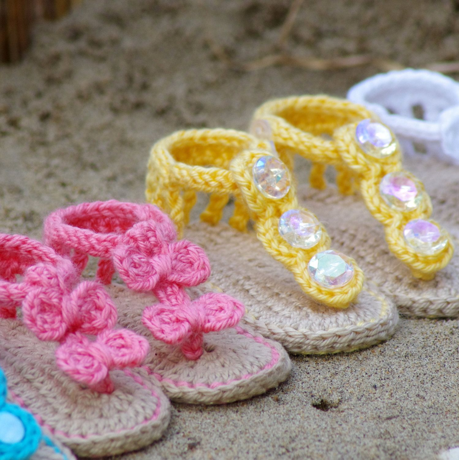 Crochet Baby Pattern Sandals - Free barefoot sandal pattern and 2 ...