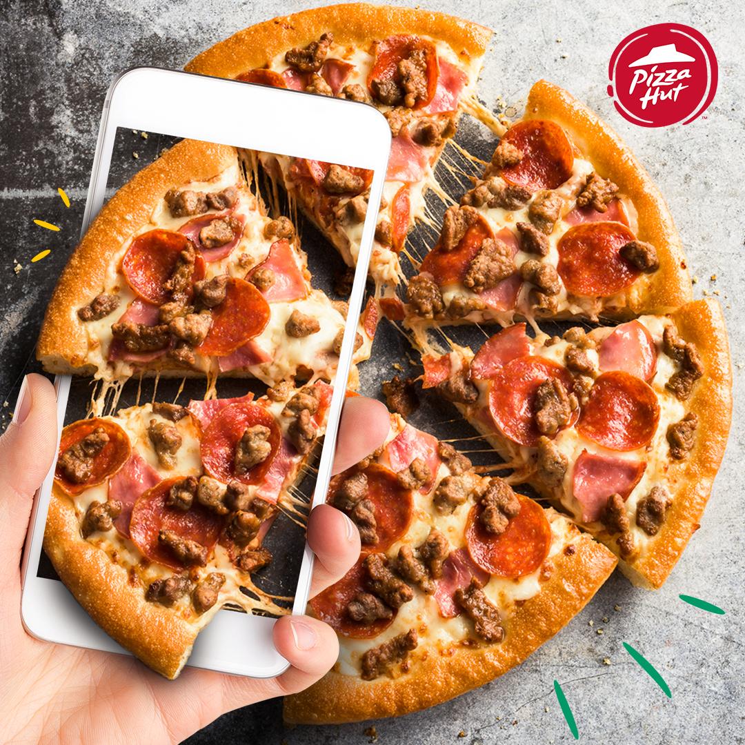 Pizza Hut Venezuela Social Media Design Jwt Ccs On Behance Food Advertising Food Poster Design Creative Food