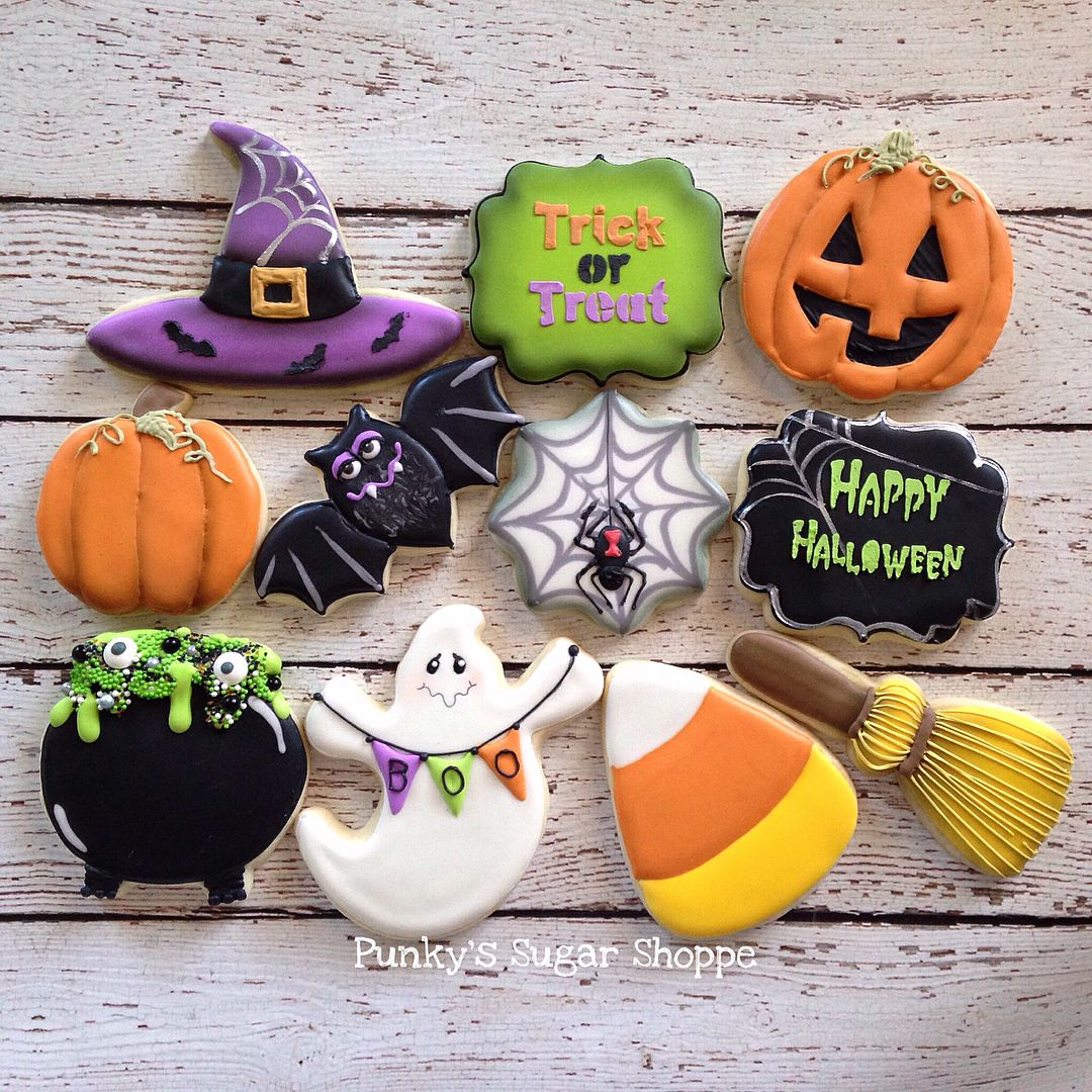 Witches Hat, Broom & Cauldron, Jack-o-Lantern, Bat, Spider Web, Ghost with Boo Bunting and Candy Corn Halloween Cookies #halloweencookiesdecorated