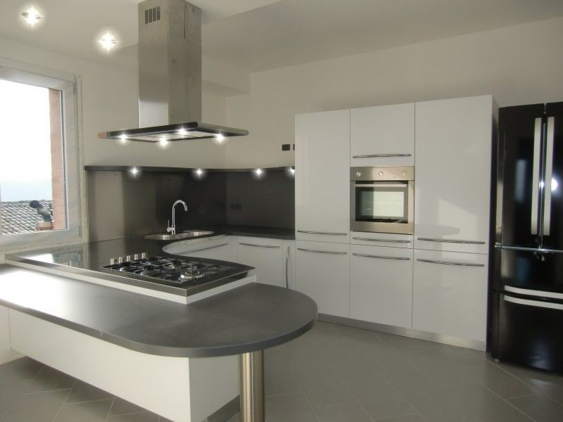 Cucine moderne ad angolo con finestra cerca con google for Penisola mobile cucina