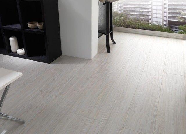 helles laminatboden modernes design porcelanosa weiß töne ... - Modernes Wohnzimmer Schwarz Wei Laminat