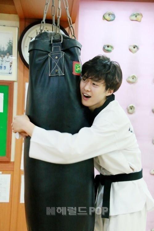 [PIC] 150603 #GongMyung Exercise -7- (ⓒ헤럴드POP) 수고했어요 공맹이~♡ #공명 #5urprise #서프라이즈 #화정 #Hwajung #자경