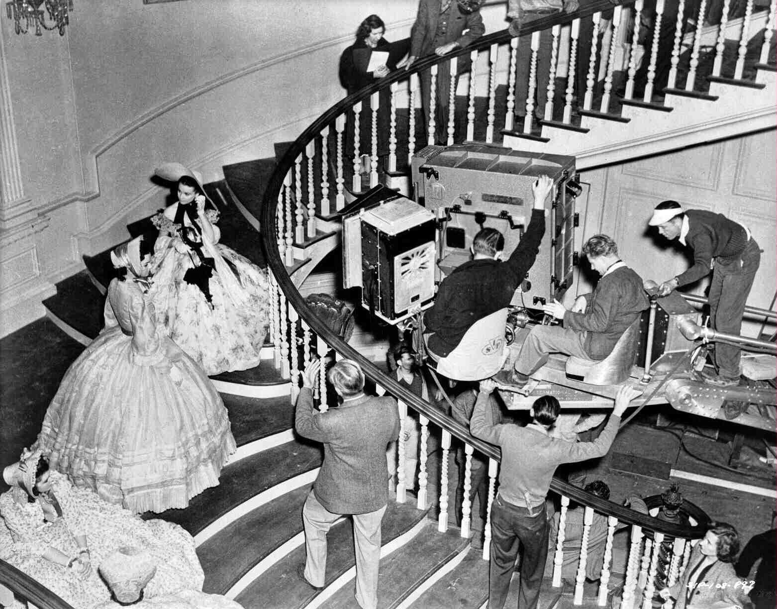 Rarely Seen Behind The Scenes Photos Of The Making Film Gone With The Wind 1939 Gone With The Wind Scene Photo Classic Films