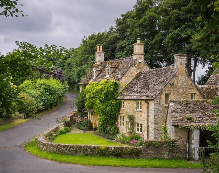 Cotswolds cottages, Gloucestershire, England.