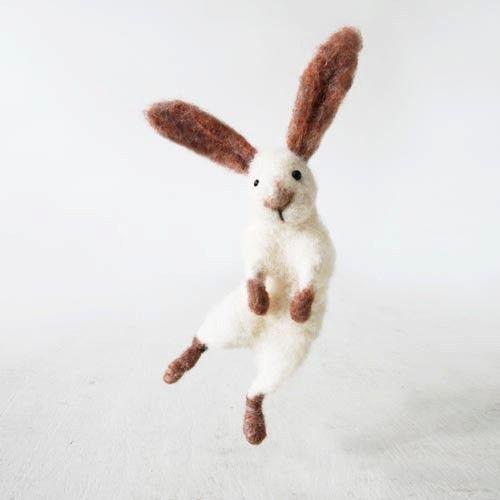 Easter bunny rabbit, handmade from quality sheep wool | 정말 살아있는 것 같은 점프 샷! ㅎㅎ