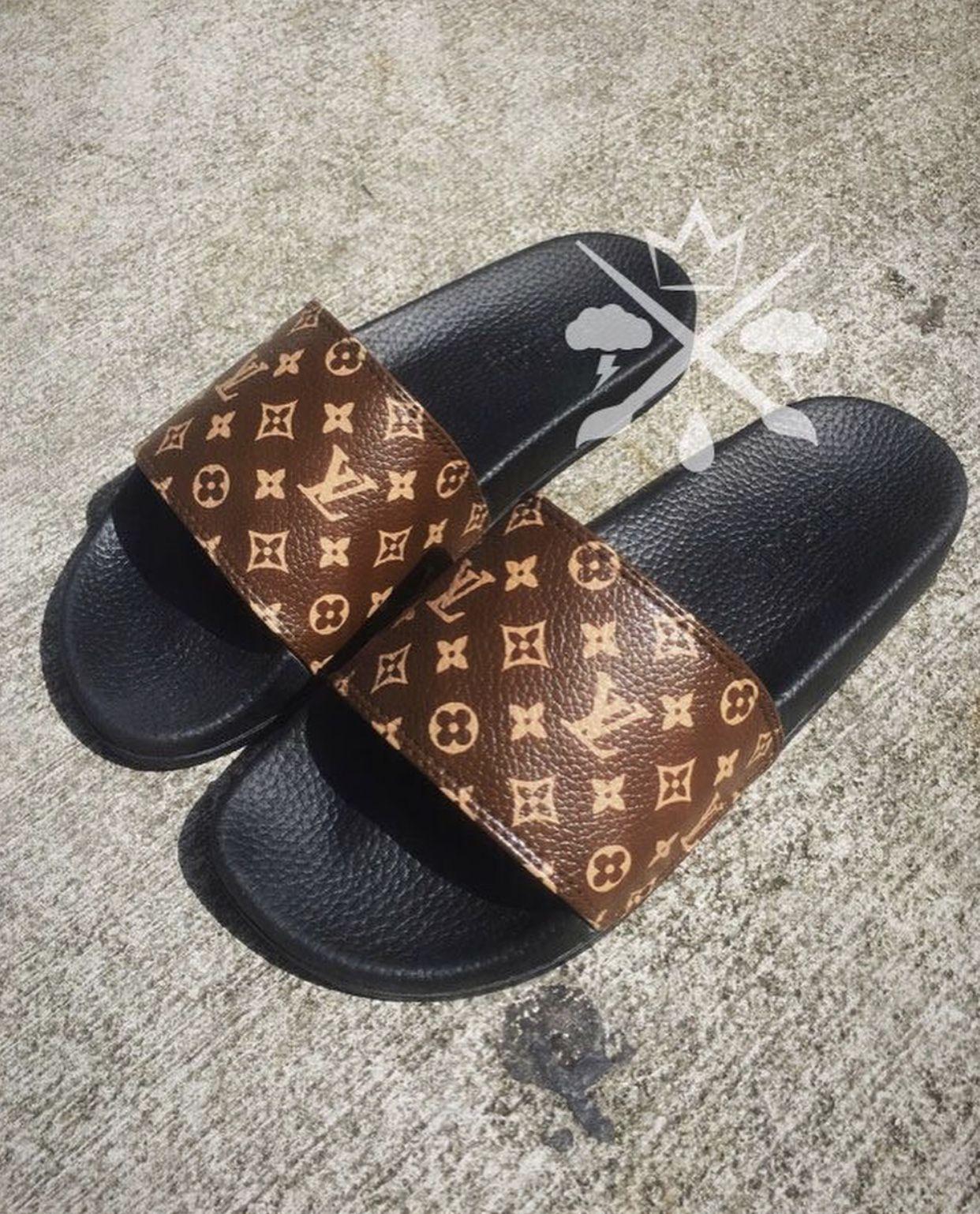 e2ec8b73d8a4  ccurlzz Louis Vuitton Slides