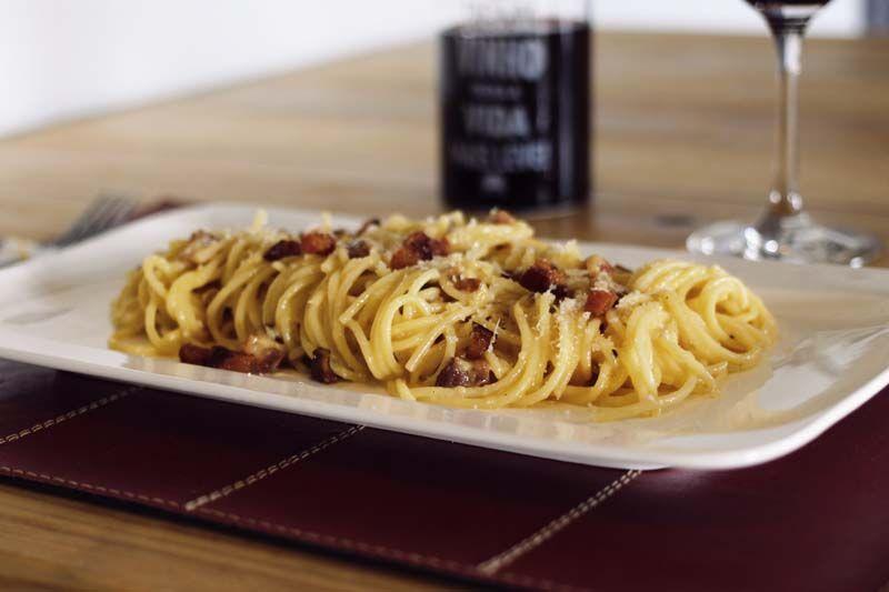 DIY - Quer se aventurar na cozinha e fazer bonito pro paizão? Homens da Casa na cozinha fazem espaguete carbonara!