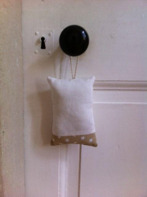 Coussin de porte lin et coton : Accessoires de maison par dallauvie