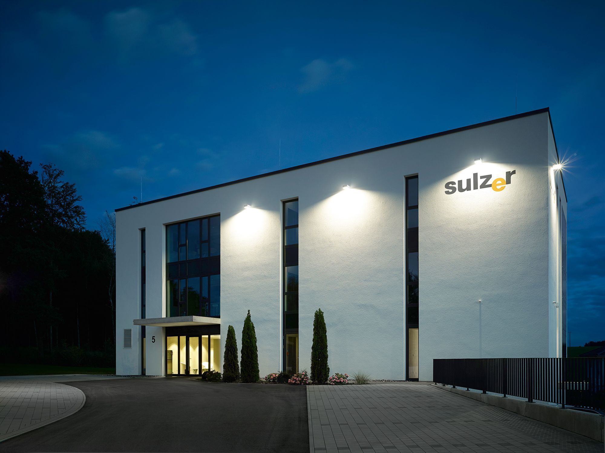 Luminaire Indirect pour led wall luminaire with directed light; designed for direct/indirect
