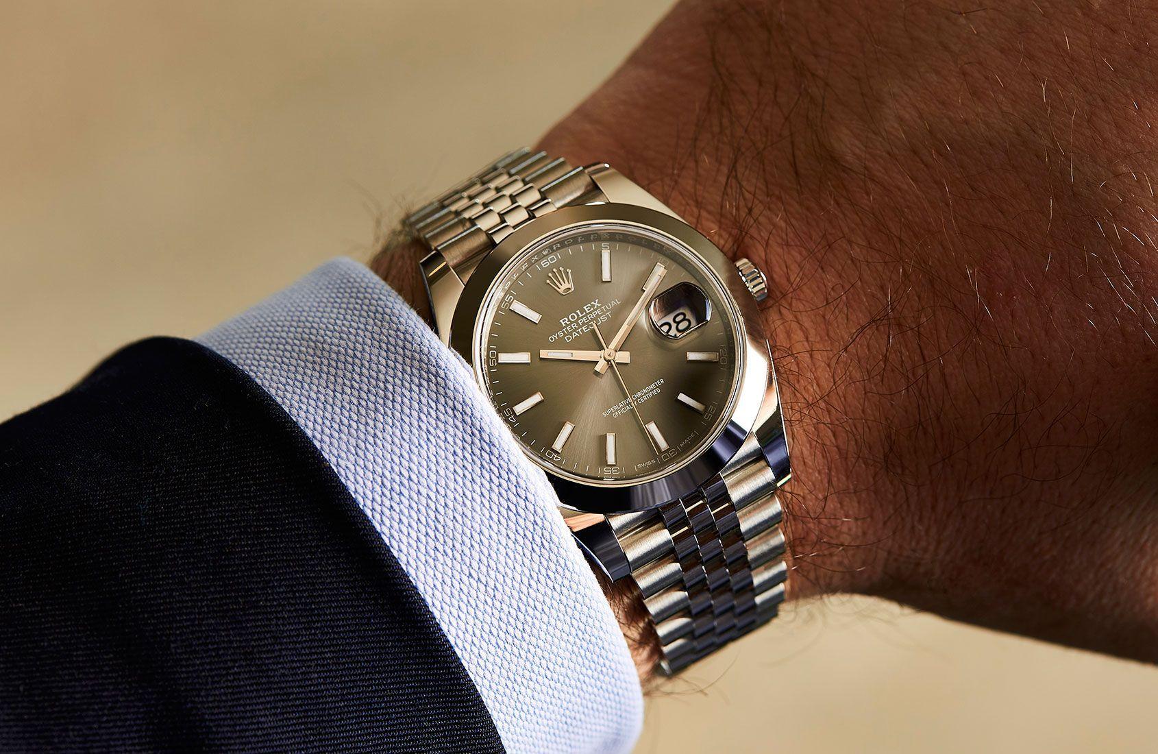 Rolex Oyster Perpetual Datejust 41 In Steel Review In 2020 Uhren Luxus Uhren Rolex Datejust