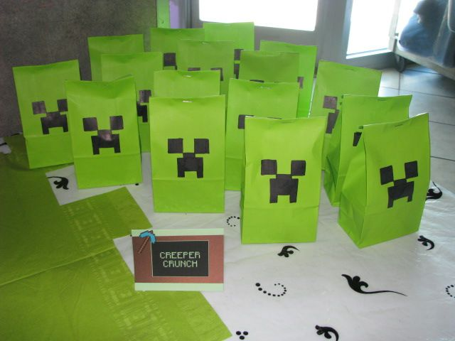 Minecraft Party Creeper Crunch In Lime Green Bags With Hand Drawn Creeper Faces Bags Are Filled With Minecraft Party Wilton Candy Melts Coordinating Colors