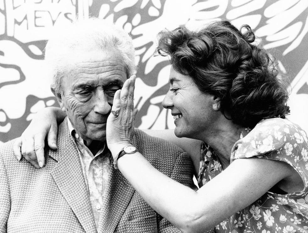 Michelangelo Antonioni con sua moglie Enrica Fico al festival del cinema di Venezia nel 1995. Il regista, sceneggiatore e pittore nacque a Ferrara il 29 settembre 1912 e morì a Roma il 30 luglio 2007