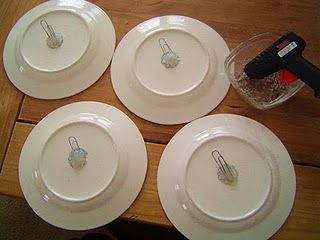 Free plate hangers paper clips and hot glue & Free plate hangers: paper clips and hot glue | Using Items I Already ...