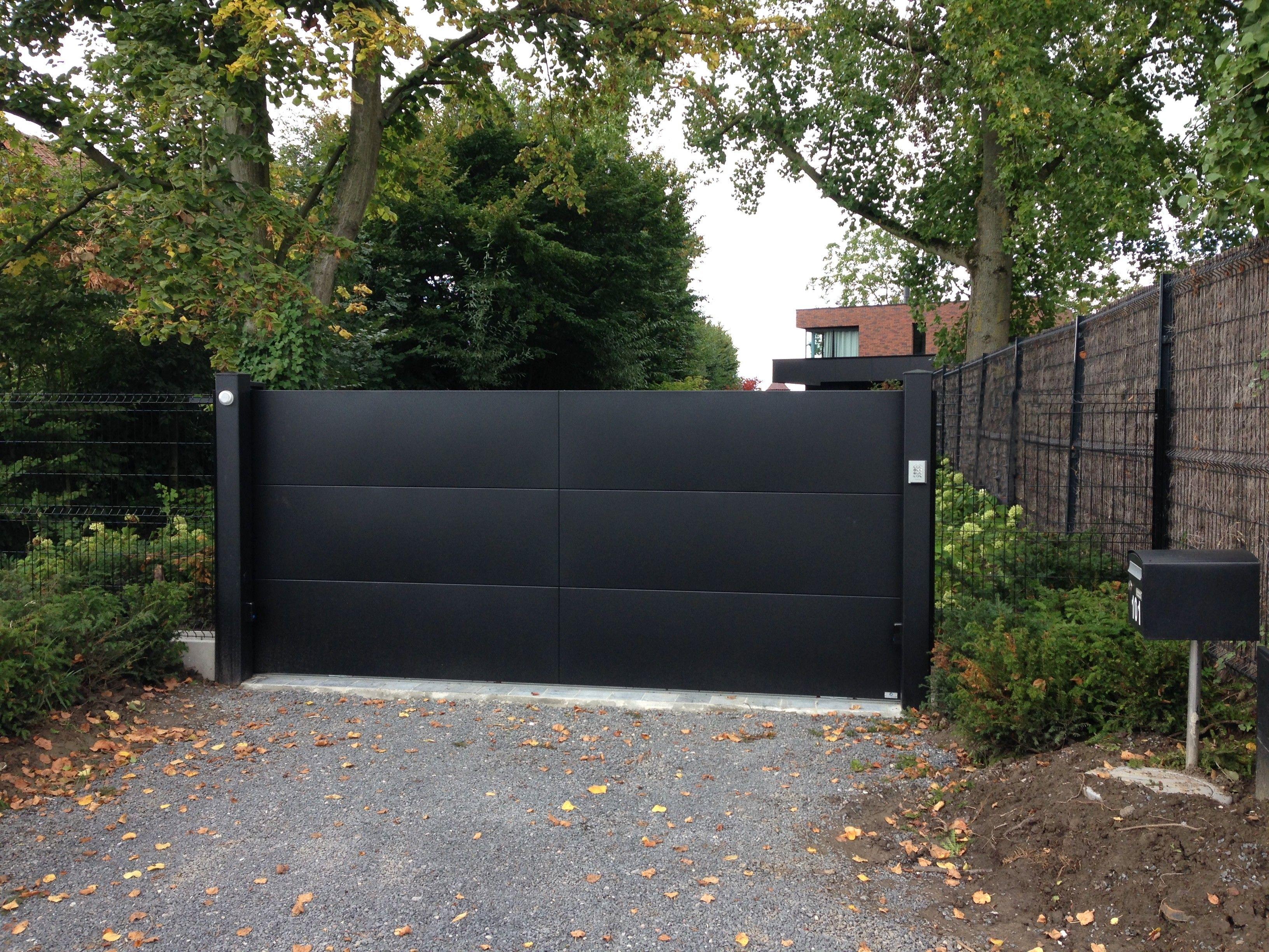 portail en aluminium laque noir sable