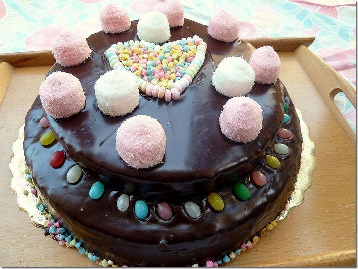 g teau d 39 anniversaire au chocolat d coration bonbon dessert bonbons pinterest bonbon. Black Bedroom Furniture Sets. Home Design Ideas