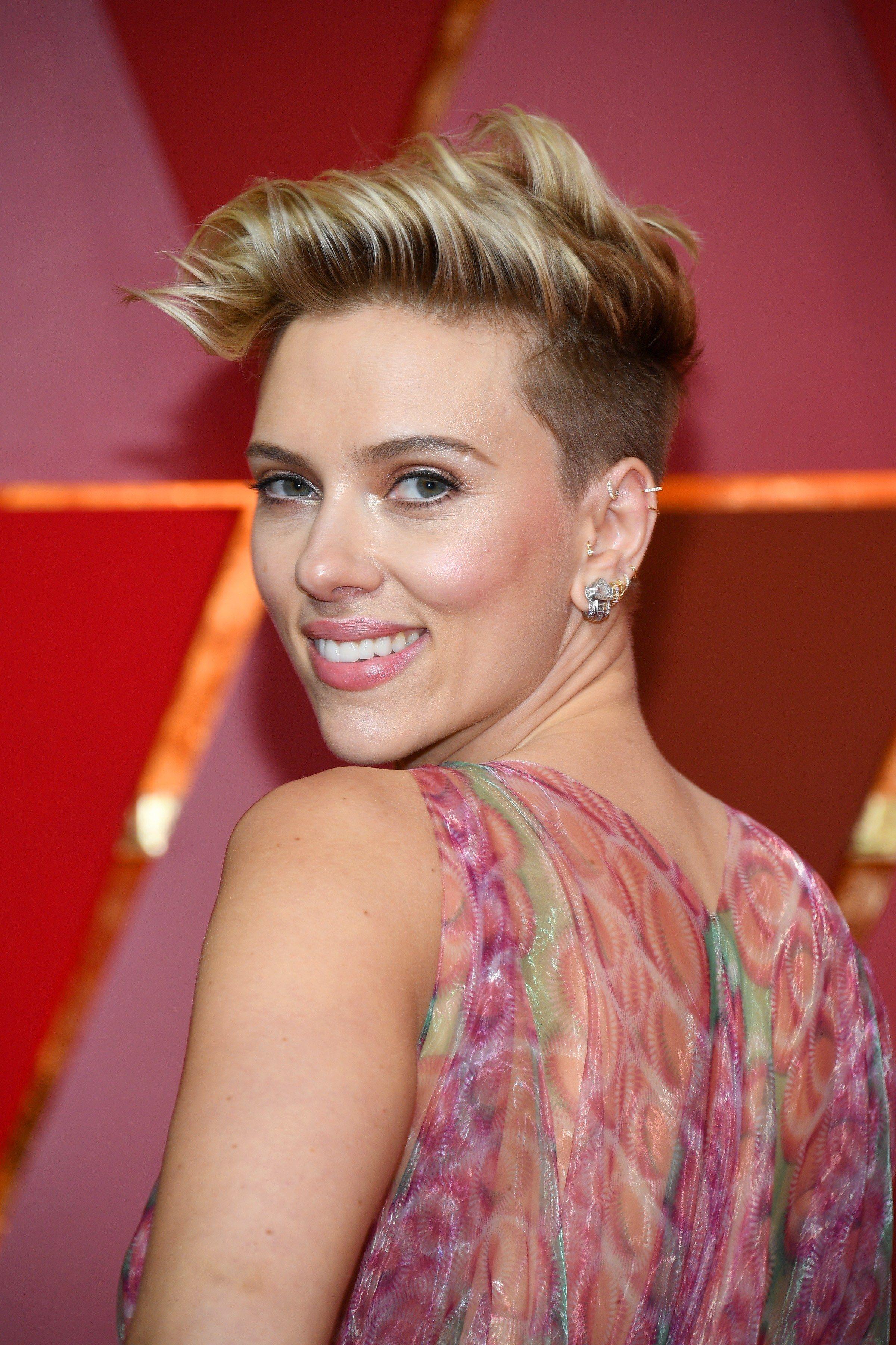 News: Scarlett Johanssons Body Talk Easy HolidayUpdos advise