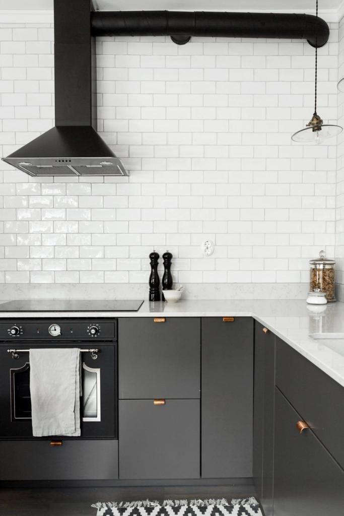 Dunstabzugshaube Selber Bauen : grey kitchen with copper handles coco lapine design ~ Watch28wear.com Haus und Dekorationen