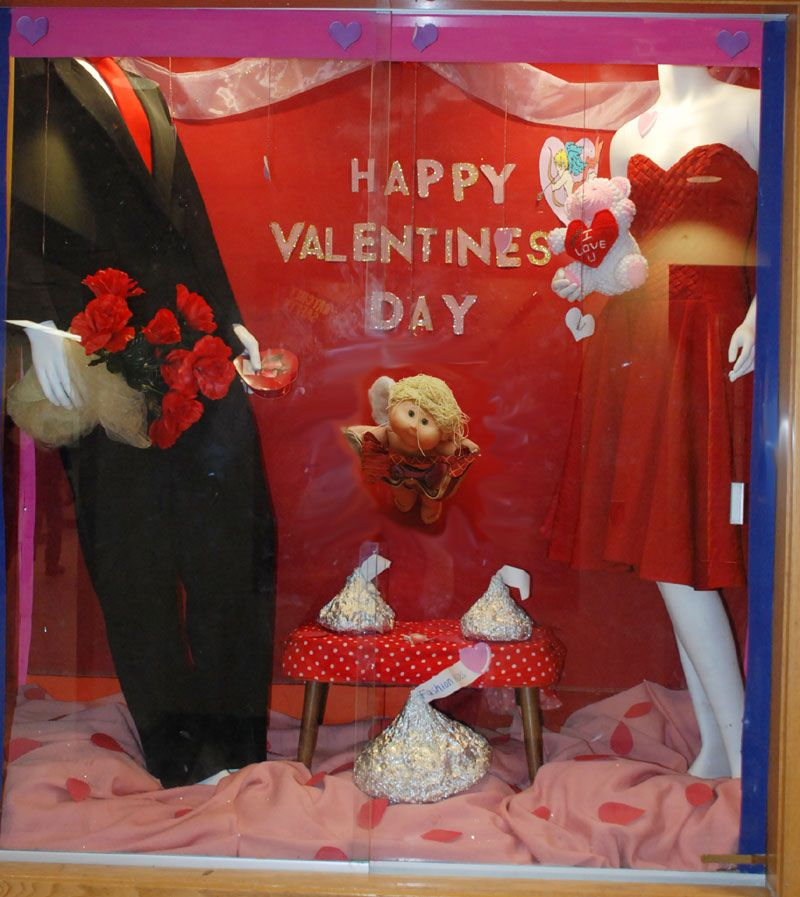 bullardhavens fashion students create window display for