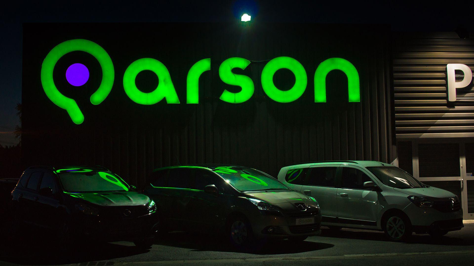 Vue nocturne du showroom Neon signs, Arson, Showroom