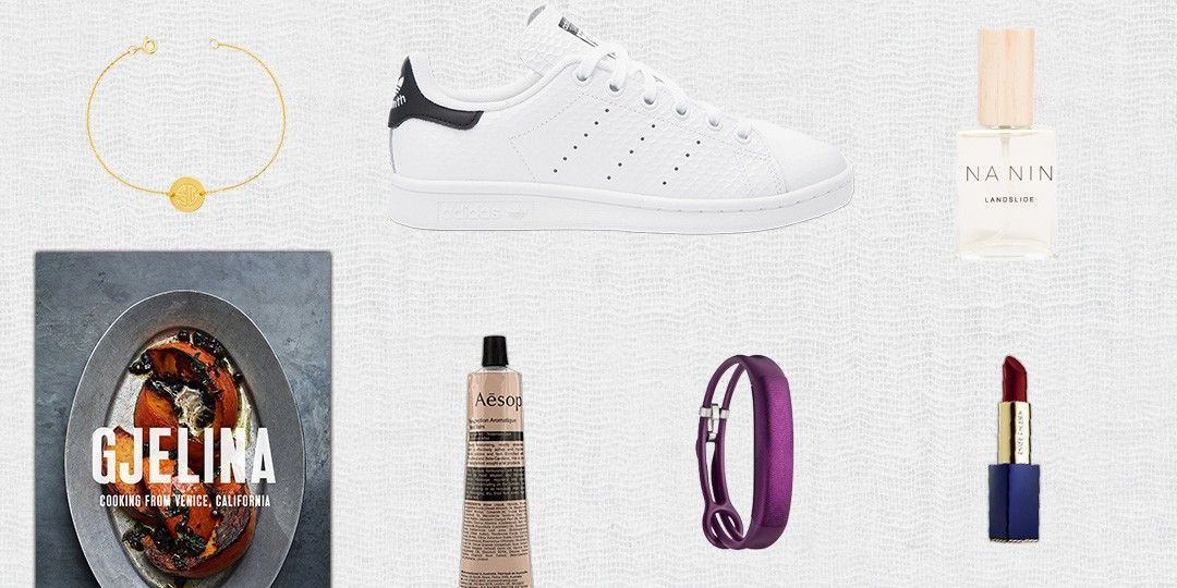 Your 101 Guide To Picking The Perfect Holiday Gift For Her