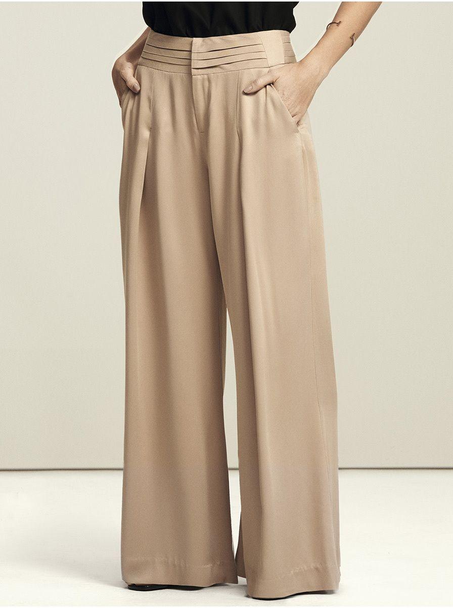 c9b117e59 Calça feminina pantalona em tecido com cintura alta na cor bege em tamanho  036. Nesta coleção a Hering for you uniu duas super tendências  calça  pantalona + ...