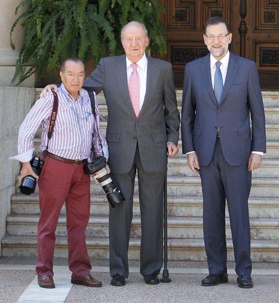 La emotiva despedida del Rey a Juan Chávez, veterano fotógrafo de ¡HOLA!