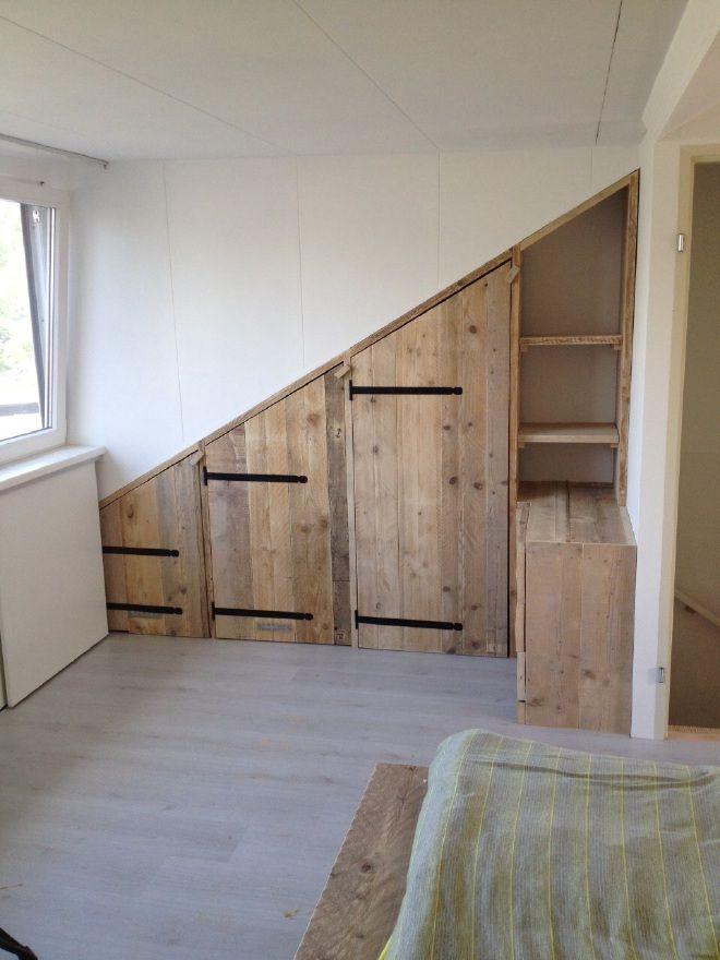 Schuine wandkast - Opberg witte kamer | Pinterest - Zolder ...