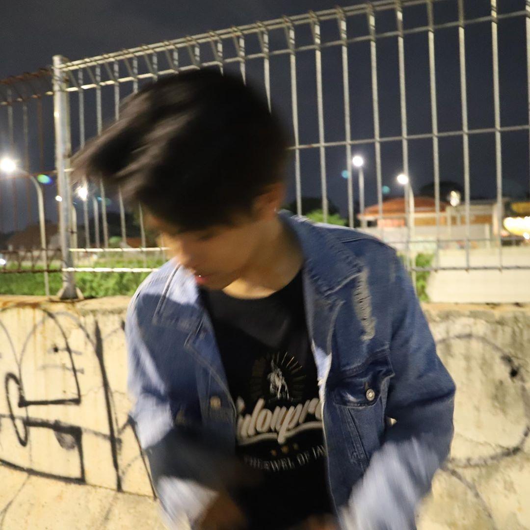 Putra Bachtera On Instagram Giliran Botak Muka Nya Seger Giliran Rambut Panjang Muka Nya Dekil Fotografi Orang Fotografi Remaja Gambar