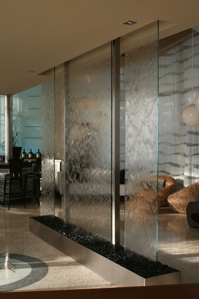 Clear glass panel dividers - Water Studio