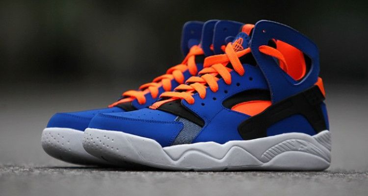 In addition to the Los Angeles Lakers colorway, Nike is also planning on  releasing the Air Flight Huarache in a New York Knicks edition.