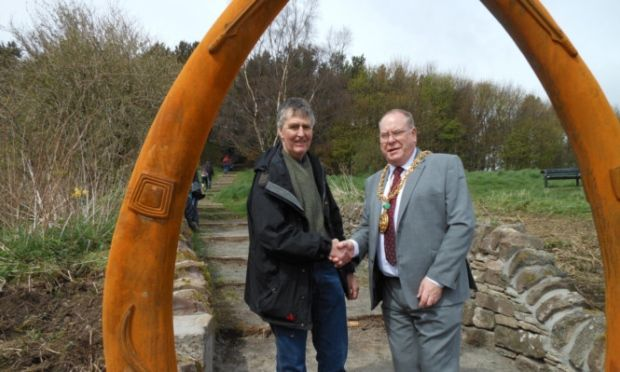 Dundee's whaling heritage celebrated on Law site - Dundee / Local / News / The Courier