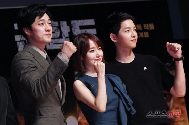 "[Photos] ""The Battleship Island"" Ryoo Seung-wan, ""Song Joong-ki is outdated"", Kim Su-an, ""Handsome Gong Yoo VS good-natured Hwang Jeong-min"""