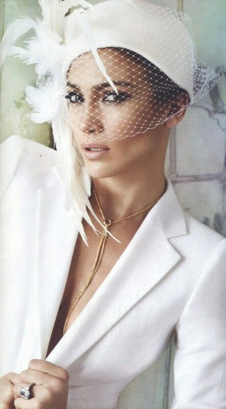 Sastre blanco con.tocado perfecto para una boda.civil  a17eda4e6c0
