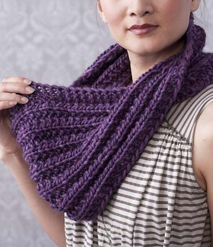 Free Knitting Pattern for 1 Row Repeat Mistake Rib Moebius Cowl ...